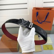 lv皮帶目錄 路易威登2018新款 HF63紅底牛皮壓花紋時尚鋼扣腰帶
