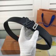lv皮帶目錄 路易威登2018新款 HF28牛皮荔枝紋時尚鋼扣腰帶